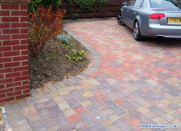 driveway, block paving, edging, thomas armstrong, permeable, recessed, manhole cover, college set