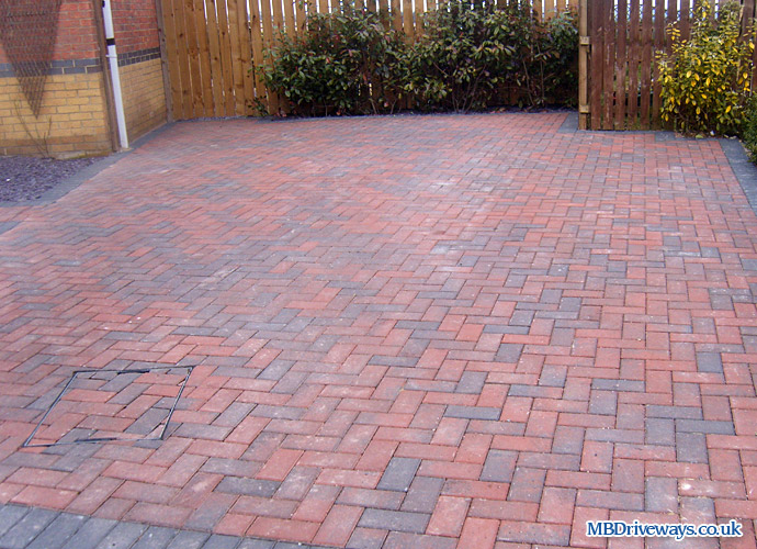driveway, thomas armstrong, armpave, rectangle, recessed manhole cover, slate, edging, step